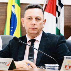 VINHEDO: Criado por Carlos Florentino, Projeto de Lei aprovado na Câmara proíbe gastos com marca e slogans de governo